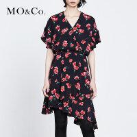 MOCO夏季新品V领印花不规则裙摆连衣裙MT182DRS107 摩安珂