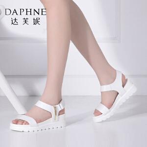 Daphne/达芙妮时尚挂饰平底坡跟舒适女凉鞋