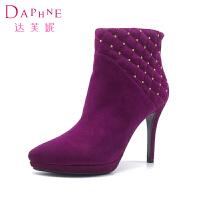 【冬季清仓】Daphne/达芙妮女鞋 绒面金属装饰尖头性感细高跟短靴