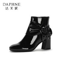 达芙妮 冬款百搭粗小跟女靴金属圆扣中跟漆皮短靴女鞋