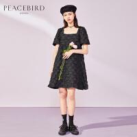 太平鸟黑色泡泡纱连衣裙女春装2020新款方领蓬松收腰气质小黑裙女