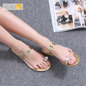 达芙妮集团 鞋柜坡跟套趾水钻平底鞋女拖鞋