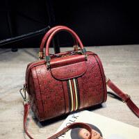 新款欧美时尚波士顿女包枕头包简约单肩包斜挎小包包手提大包