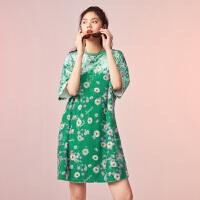 太平鸟绿色满印小雏菊丝绒连衣裙女中长款春装2020新款小香风裙子