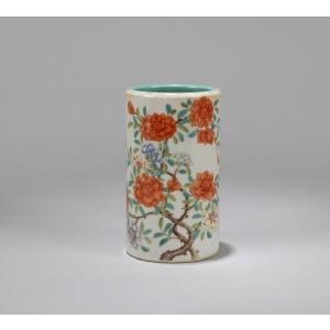 清代 粉彩花卉纹笔筒