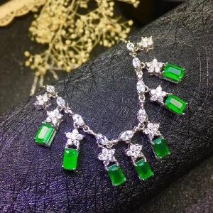 天然哥伦比亚祖母绿项链,超级美的款式,7粒主石精工镶嵌,颈间的美丽