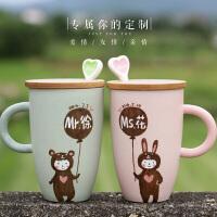 20180702042528191马克杯定制情侣杯子陶瓷杯创意水杯一对卡通咖啡杯带盖结婚刻字
