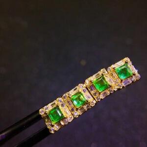一对天然哥伦比亚祖母绿耳钉,主石尺寸:3x3mm!