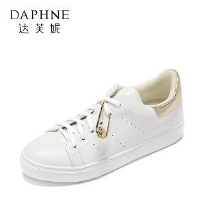 Daphne/达芙妮 春夏舒适平底小白鞋 时尚圆头金属装饰休闲单鞋
