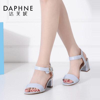Daphne/达芙妮女鞋夏季一字带PU粗高跟露趾女凉鞋-