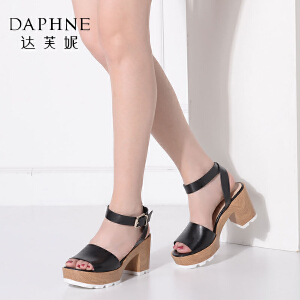 Daphne/达芙妮夏季时尚休闲通勤粗高跟木质纹理女凉鞋