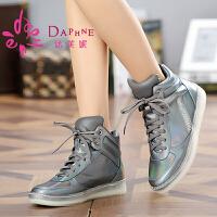 达芙妮女鞋 冬季平底短靴 跟前系带内增高休闲运动女靴