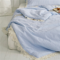 家纺全棉泡泡纱蓝白条纹夏被镂空花边简单夏季空调被少女凉爽精致被子 浅蓝色 伊莎贝拉 200X230cm