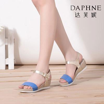 Daphne/达芙妮女鞋夏季款一字带坡跟厚底女凉鞋
