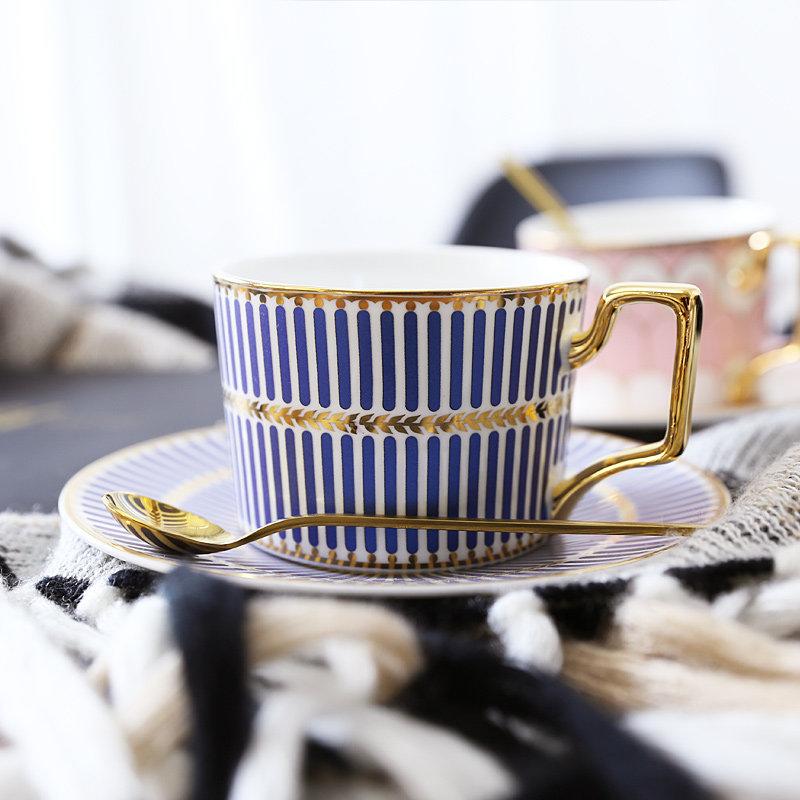 英式金边陶瓷咖啡杯欧式咖啡杯碟套装家用简约下午茶花茶茶杯带勺 发货周期:一般在付款后2-90天左右发货,具体发货时间请以与客服协商的时间为准