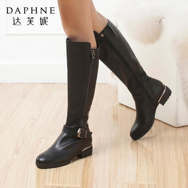 达芙妮长靴冬季女鞋时尚舒适潮流一字皮带扣高筒靴拉链低跟长筒靴