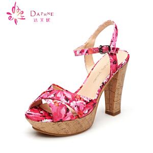 Daphne/达芙妮15年夏女鞋 甜美印花超高跟凉鞋1515303039