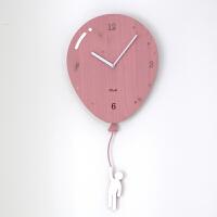 挂钟卡通儿童静音免打孔钟表现代简约客厅时钟个性创意家用挂表 粉红色 赠送4个相框 12英寸