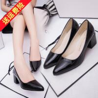 秋鞋新款时尚漆皮粗跟尖头单鞋女浅口中跟皮鞋大码女鞋41-43