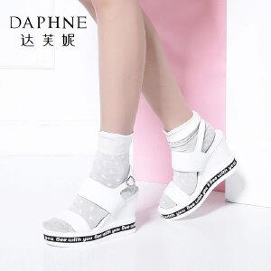 Daphne/达芙妮Vivifleurs 夏季女鞋时尚字母鞋坡跟厚底女凉鞋-